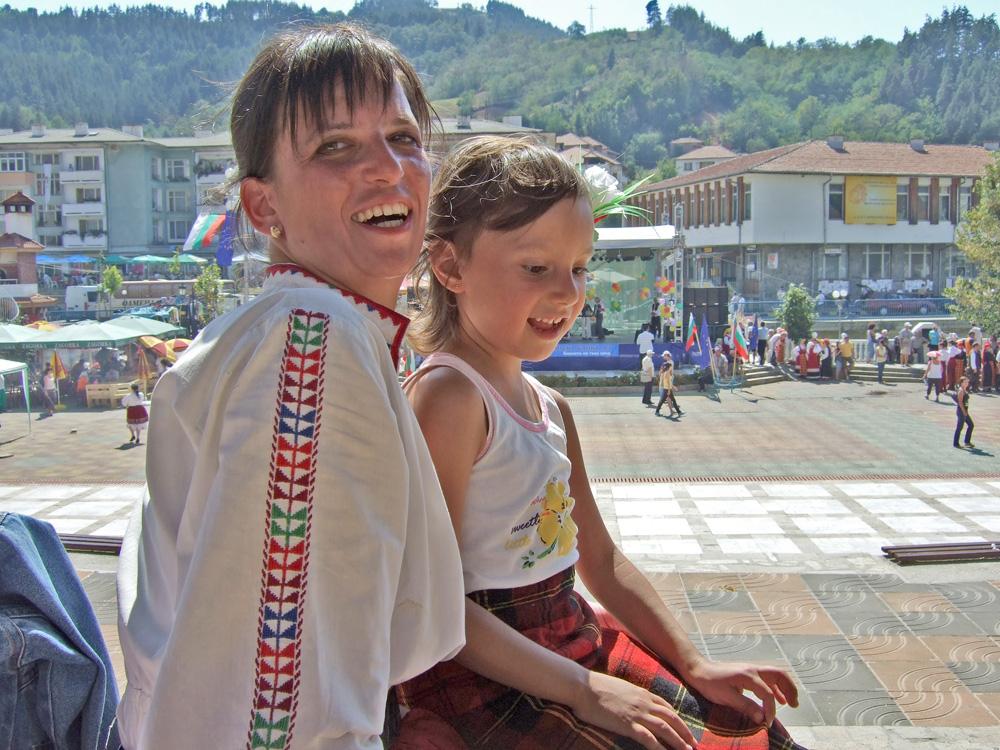 Донна с престилката от народната носия